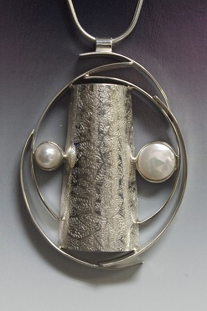 Modern Silver Texture Necklace with Pearls