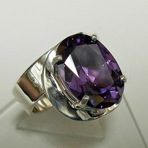 Modern Ring with Oval Cut Alexandrite